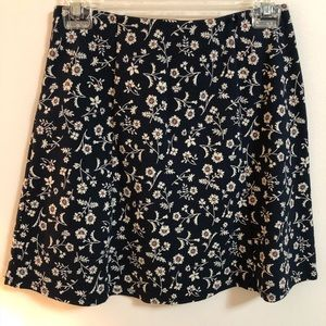 Dresses & Skirts - Floral skirts size S